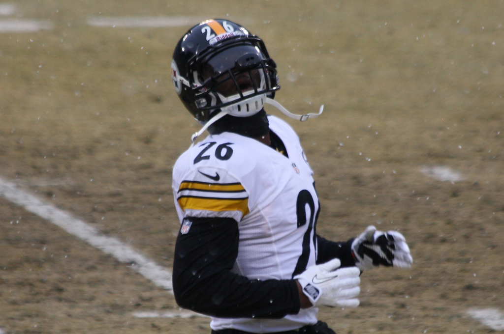 The contract negotiations between Steelers and Bell are on standby